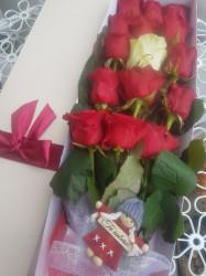 17 trandafiri rosii in cutie