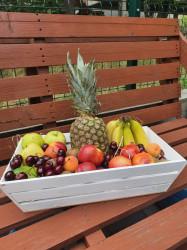 Cos cu fructe proaspete
