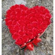 Aranjament floral inima 51 trandafiri din sapun rosii in cutie
