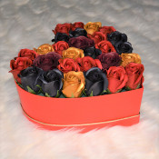Aranjament floral Miracle Blossom cutie inima cu 29 trandafiri sapun