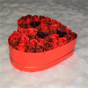 Aranjament floral Red Passion cutie inima cu 45 trandafiri sapun