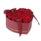 Aranjament floral cutie inima cu trandafiri sapun rosii