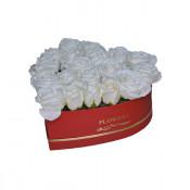 Aranjament floral cutie inima rosie cu trandafiri de sapun albi