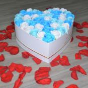 Aranjament floral Fiory Absolute cutie inima cu 41 trandafiri sapun