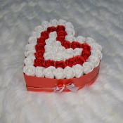 Aranjament floral Passion Love cutie inima cu 47 trandafiri sapun