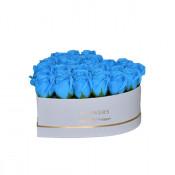 Aranjament floral cutie inima alba cu trandafiri de sapun