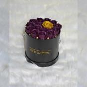 Aranjament floral Glamour Flower cutie rotunda neagra cu 15 trandafiri sapun