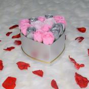 Aranjament floral Intimissimo cutie inima cu 15 trandafiri sapun