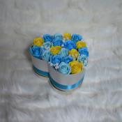 Aranjament floral Miracle Blue cutie inima cu 21 trandafiri sapun