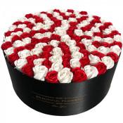 Aranjament floral cutie rotunda neagra cu 125 trandafiri de sapun