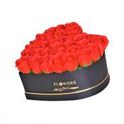 Aranjament floral cutie inima neagra cu trandafiri de sapun