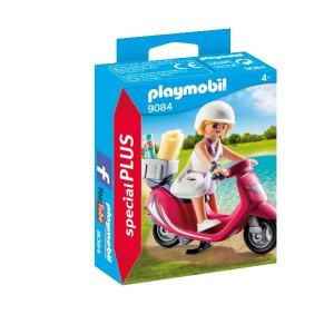 Fata cu scooter
