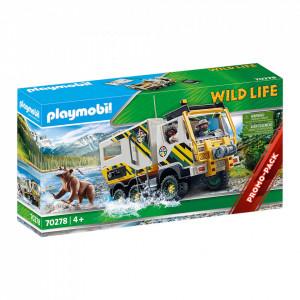 Camion De Expeditie In Natura