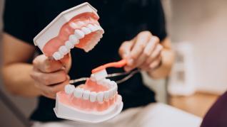 Înlocuirea dinților cu ajutorul implantului dentar