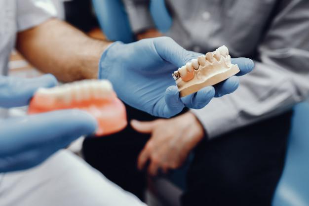 Puteți avea implanturi dentare cu pierderi osoase grave?