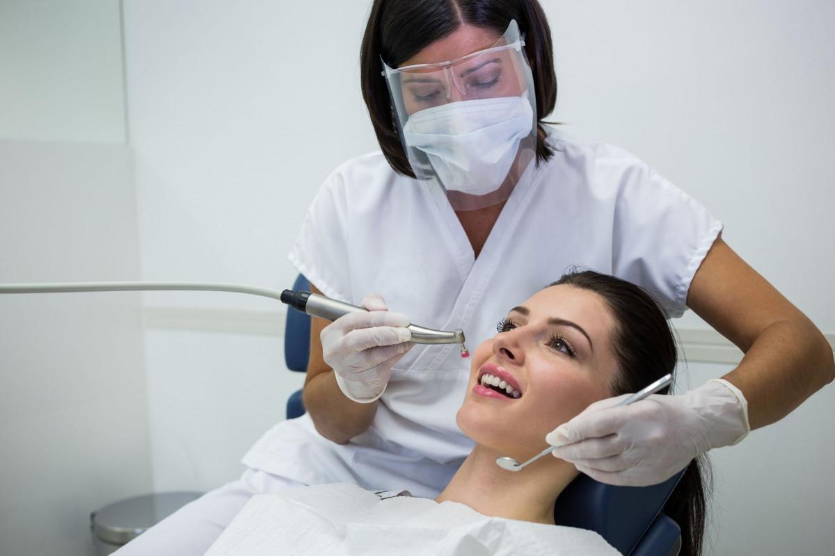 Importanţa şedinţei de profilaxie dentară periodică în cabinet