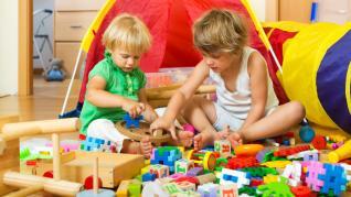 Activitati care tin copiii ocupati in timp ce parintii lucreaza de acasa