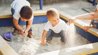 5 idei de spatii de joaca cu nisip pentru curte sau chiar balcon
