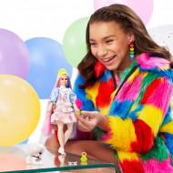 Barbie Extra - Papusa cu caciula verde si accesorii
