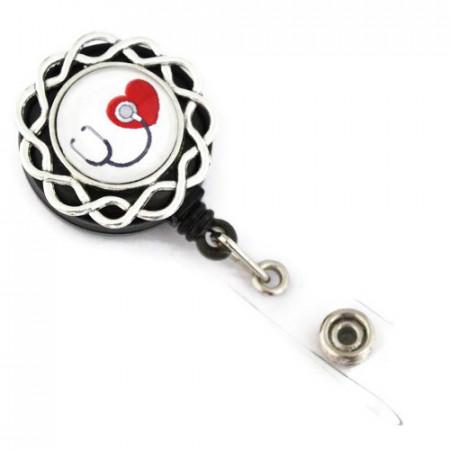 Accesoriu ecuson stetoscop negru si inimioara rosie - model floricica