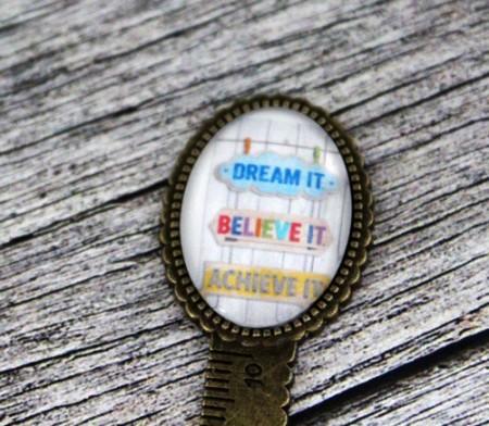 """Semn de carte, cheie gradata, bronz, cu mesaj personalizat - """"Dream it"""""""