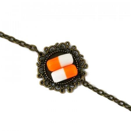 Bratara model floral cu pastilute portocalii din rasina
