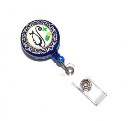 Accesoriu ecuson albastru, retractabil, personalizat cu pastiluta fimo verde inchis
