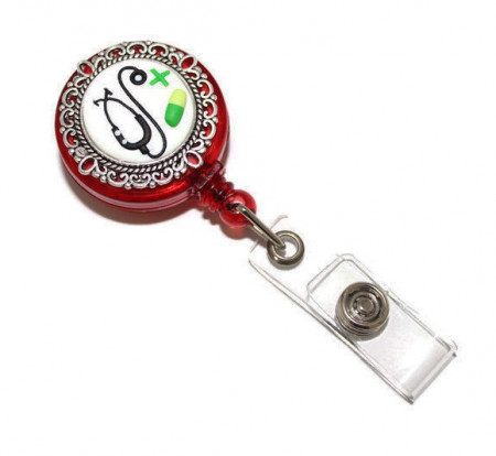 Accesoriu ecuson rosu, retractabil, personalizat cu pastiluta fimo verde inchis