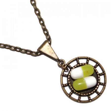 Colier cu pandantiv rotund si pastilute din rasina verde olive