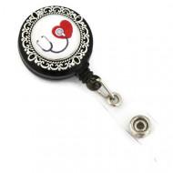 Accesoriu ecuson stetoscop negru si inimioara rosie - baza argintie cu model floral