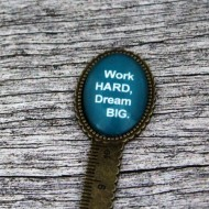"Semn de carte, cheie gradata, bronz, cu mesaj personalizat - ""Work hard, dream big"""