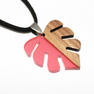 Colier pandantiv din lemn cu rasina rosie