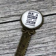 "Semn de carte rigra bronz, cu mesaj personalizat - ""Be a voice"""