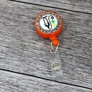 Accesoriu ecuson orange, retractabil, personalizat cu pastiluta fimo verde deschis