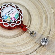 "Accesoriu ecuson cu mesajul ""Whatever you are, be a good one"" - floare argintie"