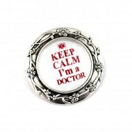Brosa argintie personalizata cu text doctor