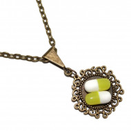 Colier cu pandantiv rotund model floral si pastilute din rasina verde olive