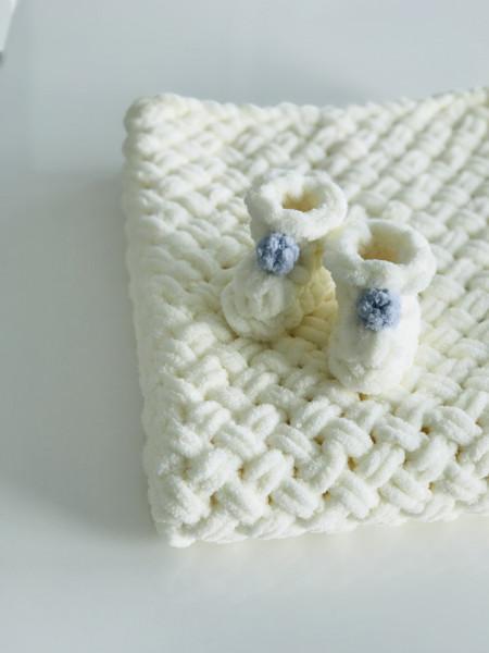 Păturica Light Cream + Botoșei Alb-Crem