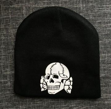 Зимна шапка Totenkopf изображения