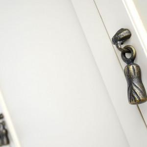 DUC105 - Dulap crem, sifonier dormitor triplu cu 3 sertare, manere metalice - Colectia Genova
