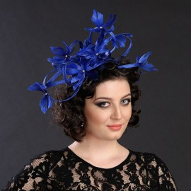 Poze Bentita decorativa albastra, accesorizata cu bucle si pene. Fascinanta si feminina.