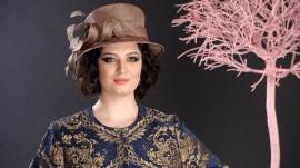 Poze Palarie damă elegantă, culoare bej-cupru, decorată cu bucle și pene