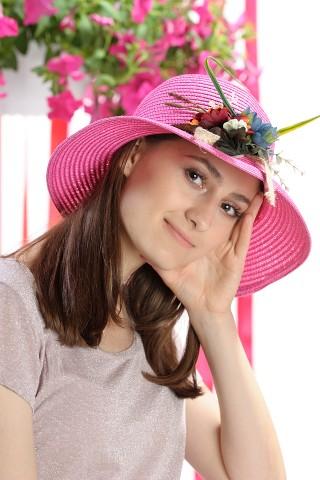 Palarie de soare dama, culoare roz uni, decorata cu aranjament floral