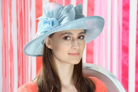 Pălarie damă elegantă, bleu-aqua, decorată cu fundă și floare