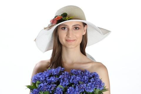 Palarie de vara dama, culoare bej, decorata cu aranjament floral