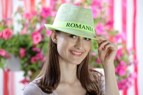 "Palarie fedora de soare dama, accesorizata cu banda inscriptionata ""Romania"""