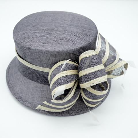 Pălarie gri elegantă cu bentița bicoloră