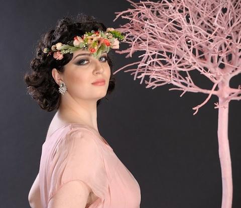 Coroniţă cu flori delicate.Aduce primăvara în sufletul tău