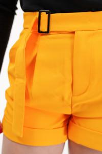 KVL - Pantaloni scurti cu pense si catarama in talie
