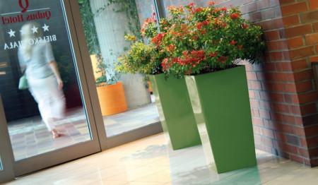 Saksije za cveće URBI SQUARE 32x32x62cm bela sa uloškom